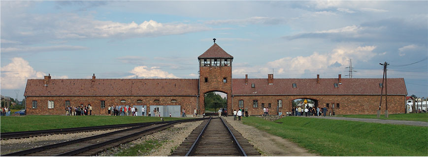 Auschwitz tour beginning at the main gate