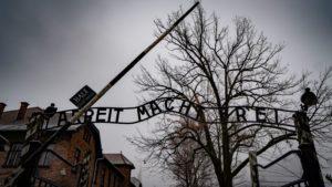 Auschwitz entrance gate arbeit macht frei