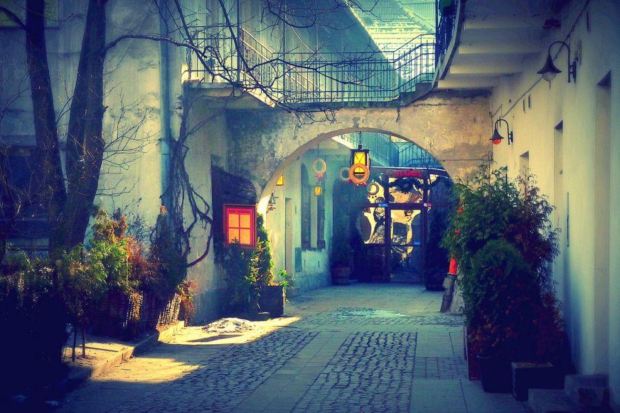 Krakow Kazimierz district - follow jewish restaurants