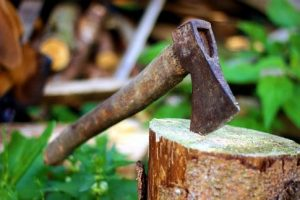 Fun things to do in Krakow - throwing an axe