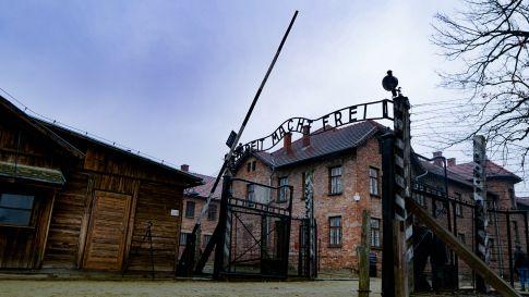 Krakow day trips - entrance gate in Auschwitz
