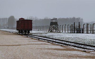 Auschwitz pictures - birkenau gate