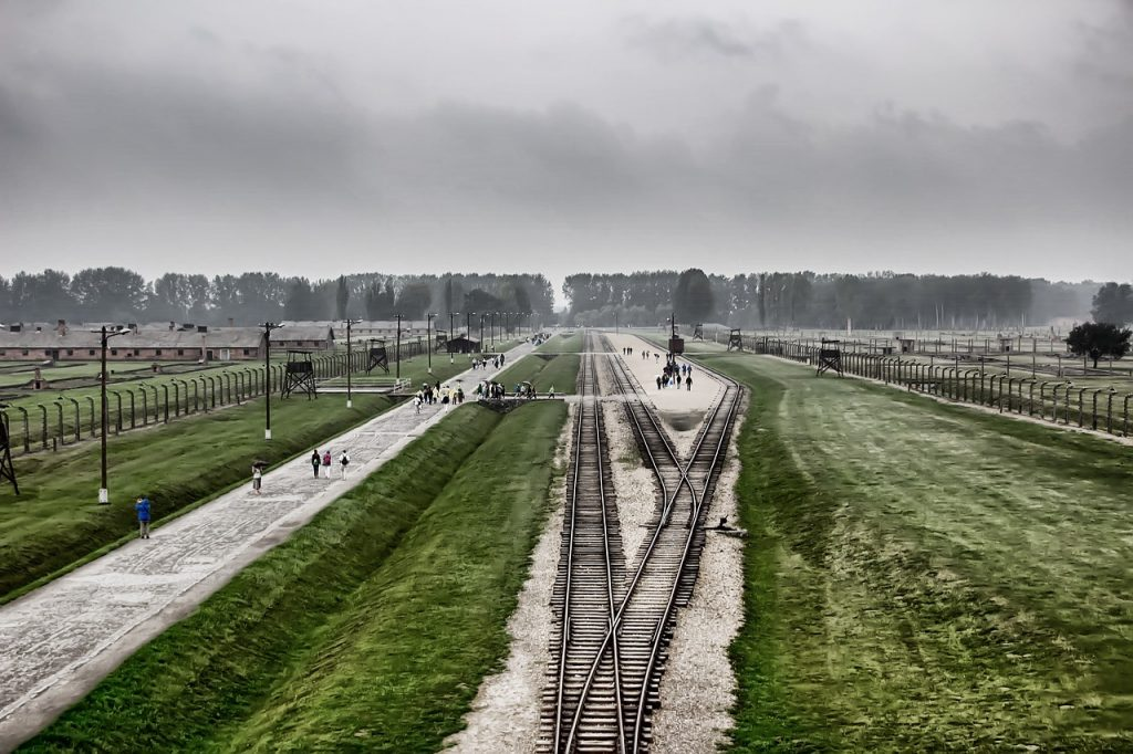 Auschwitz museum - where is krakow best surrounding?